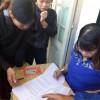 Phát tiền hộ nghèo cho học sinh theo nghị quyết 31 và nghị quyết 86